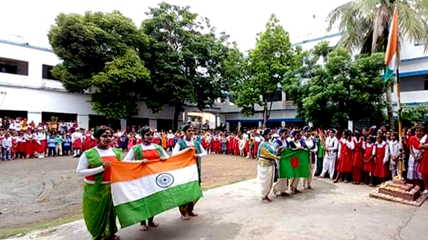ভারতের স্বাধীনতা দিবসে বাজলো বাংলাদেশের জাতীয় সংগীত, উড়লো লাল সবুজ পতাকা