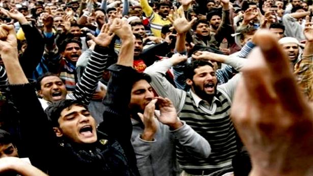 'লা ইলাহা ইল্লাল্লাহ' স্লোগানে উত্তাল কাশ্মীর