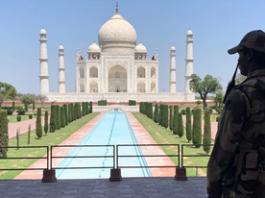 করোনার তাণ্ডবে দিশেহারা ভারত,তাজমহলসহ হাজারো দর্শনীয় স্থান বন্ধ